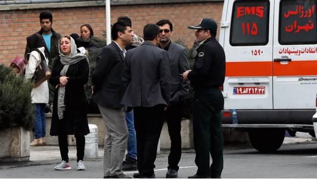 Localizan restos del avión que se estrelló en Irán